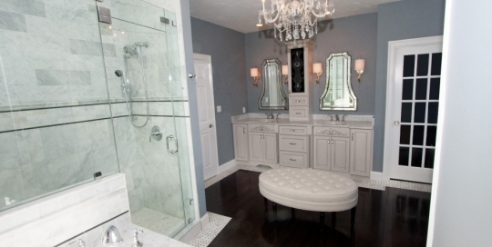 bathroom design with cushioned bench