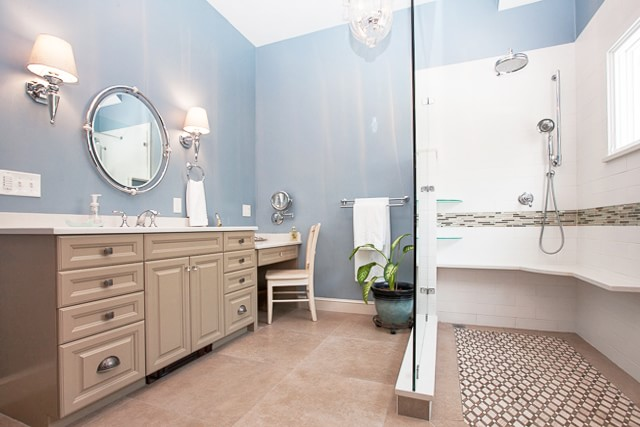 bath design with painted walls