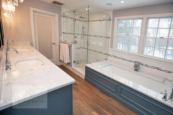 Bathroom design with wood flooring