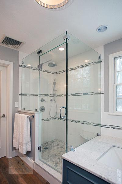 Bathroom design with frameless glass shower