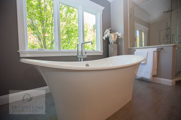 Bathroom design with freestanding tub