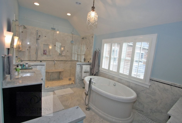 Bathroom design with tile floor