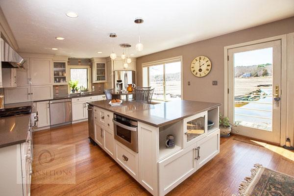 Kitchen design with decorative lighting