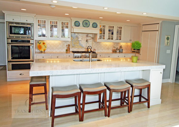 Kitchen design with accent lighting