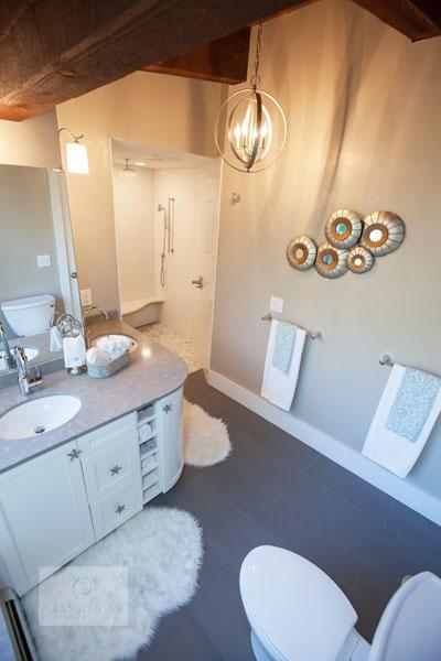 Contemporary bathroom design with chandelier