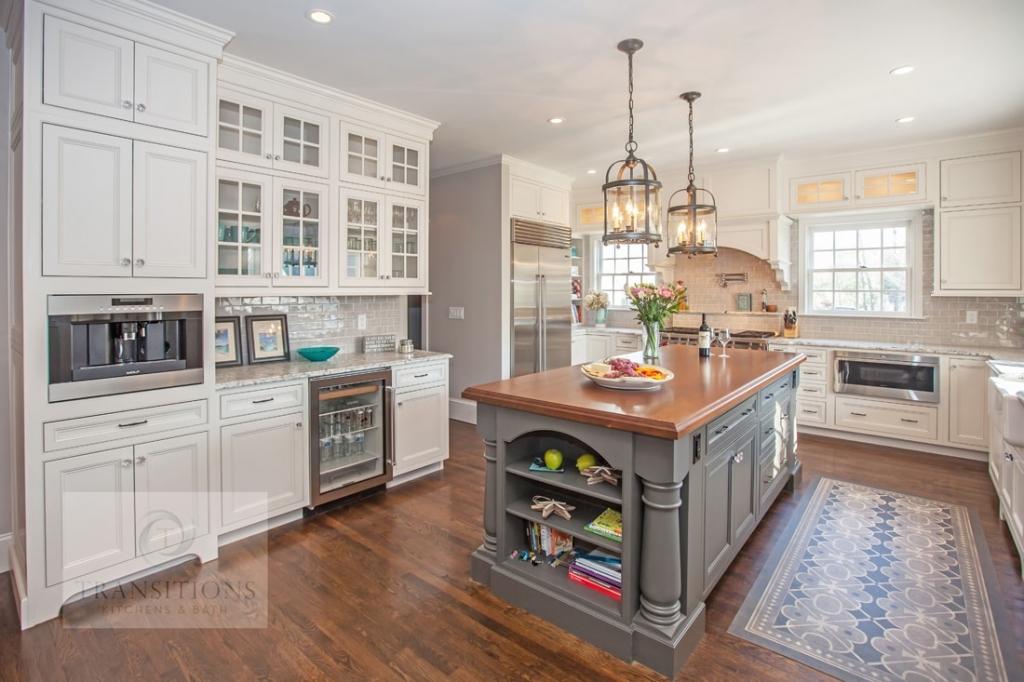 traditional kitchen design with hardwood floors