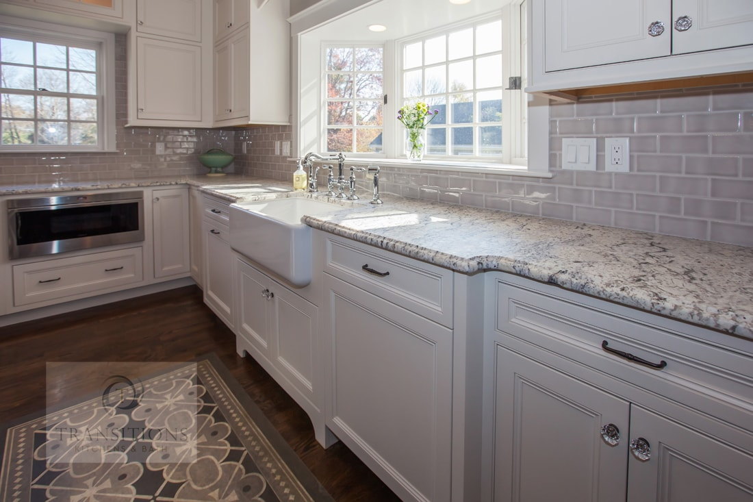 Traditional kitchen design with white perimeter cabinetry
