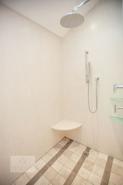 Large shower with corner shelf