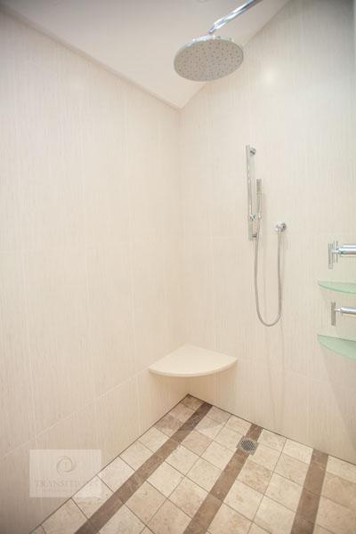 Large shower with corner shelf