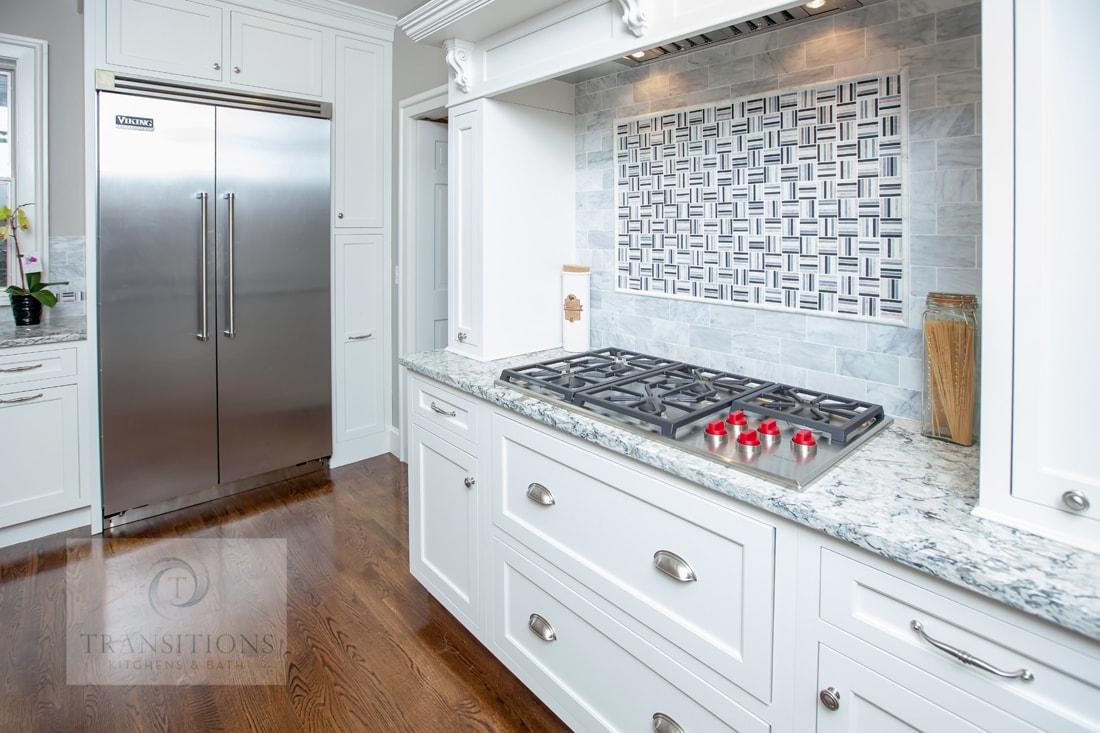 kitchen design with cup style hardware pulls