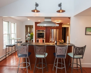 kitchen design with peninsula and barstools