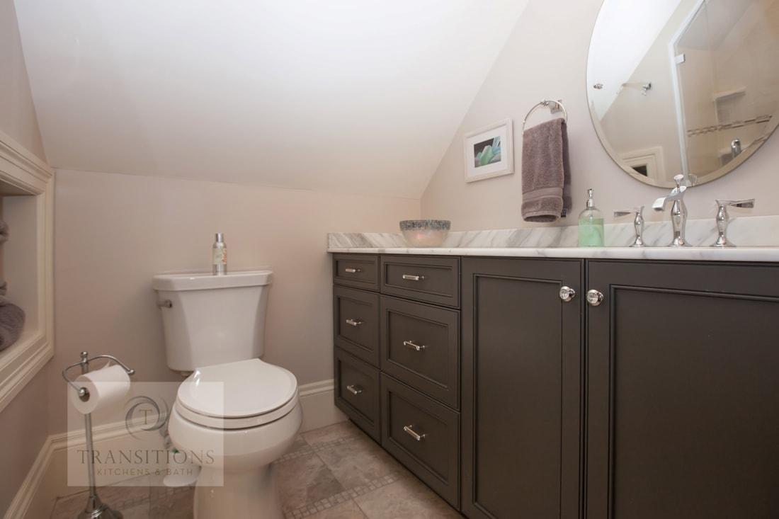 Bathroom design with round mirror