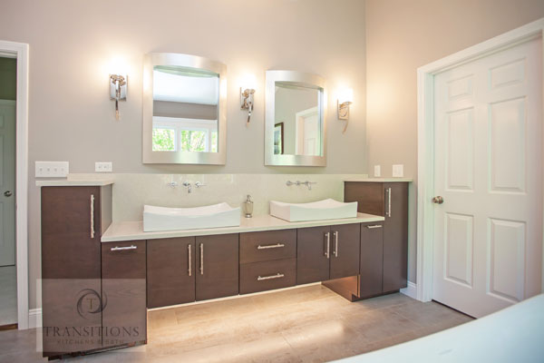 Bathroom design with two mirrors