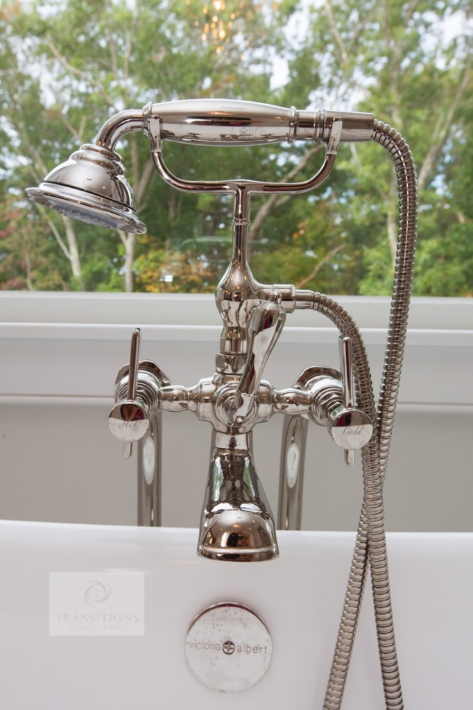 Freestanding tub faucet and showerhead