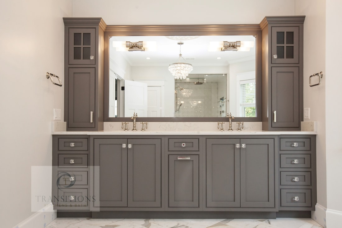 Bath design with gray vanity cabinet