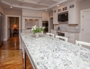Kitchen design with engineered quartz countertop