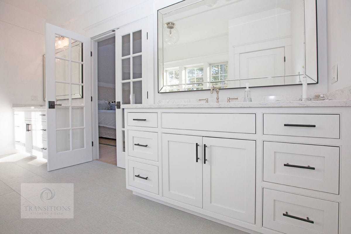 Bath design with white vanity cabinet