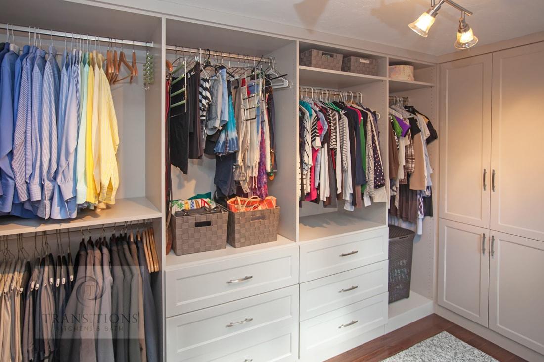 Custom closet design with adjustable clothes storage