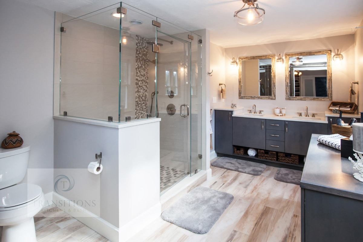 Large bath design with two vanity cabinets