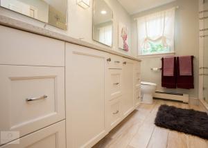 white hall bath design