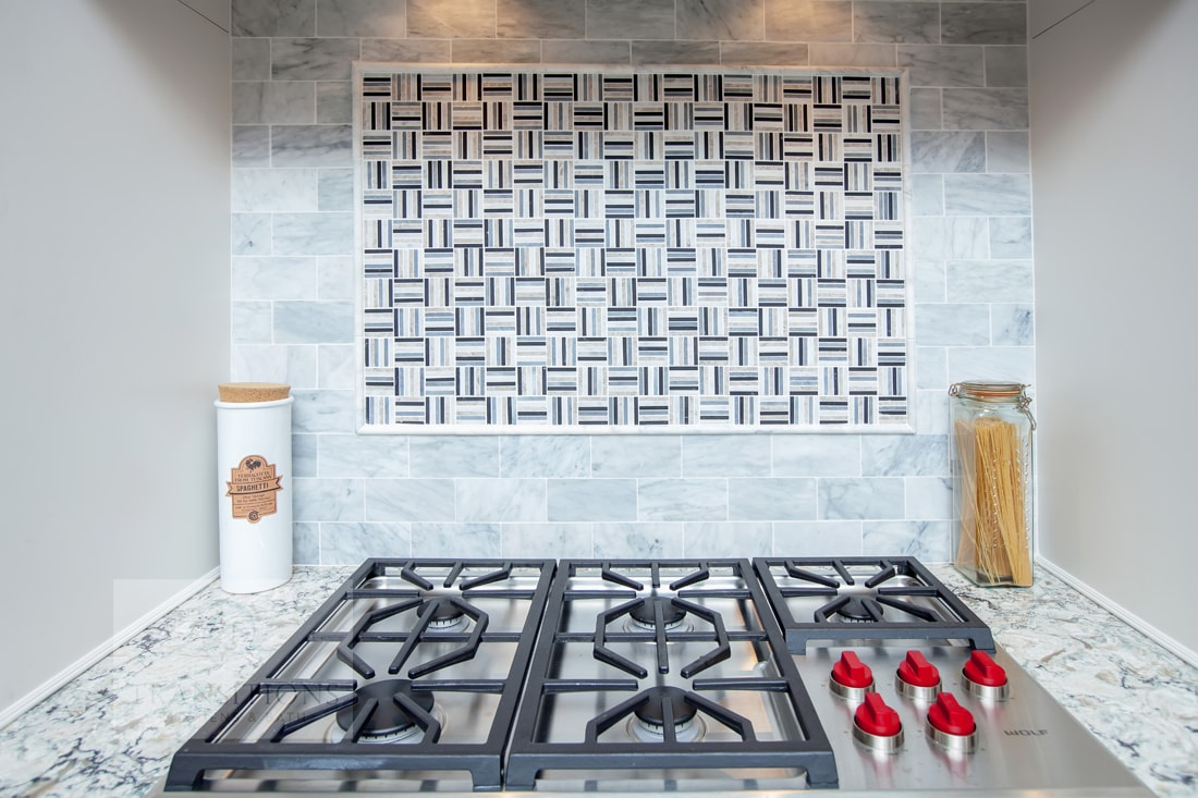kitchen design with mosaic tile backsplash feature