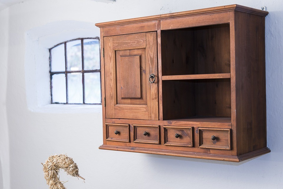 wall-hanging cabinet