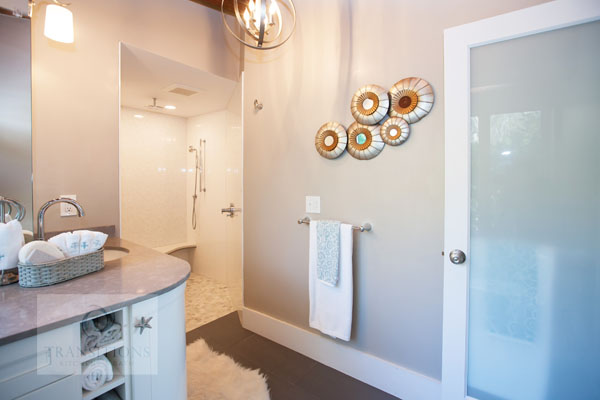 bathroom design with chandelier