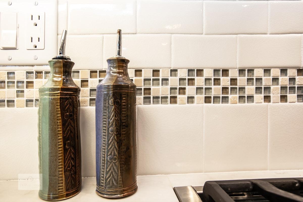 neutral color scheme tile backsplash
