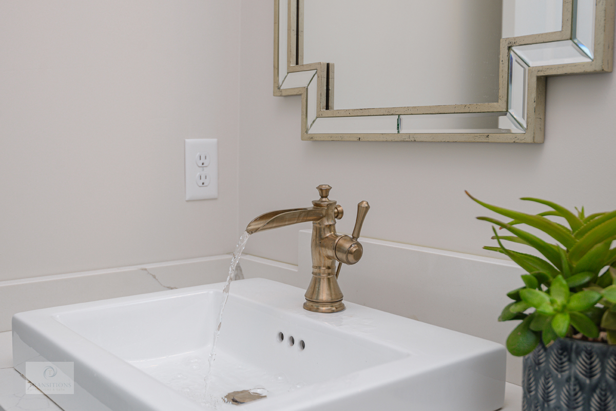 powder room with single handle faucet